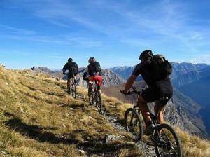Cu bicicleta mountain bike in jurul lumii