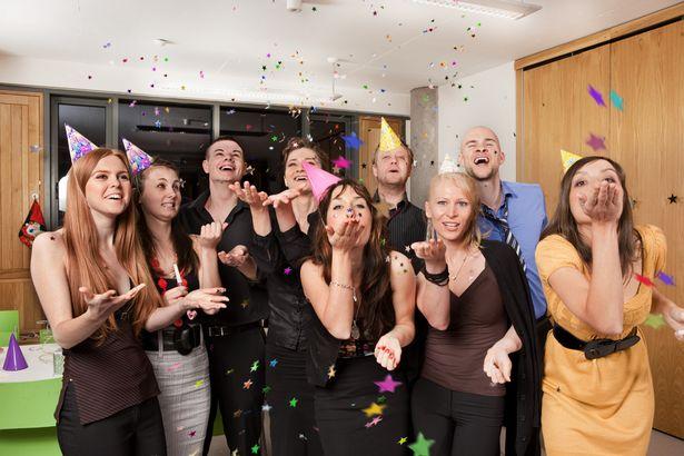 petrecere-colegi-munca