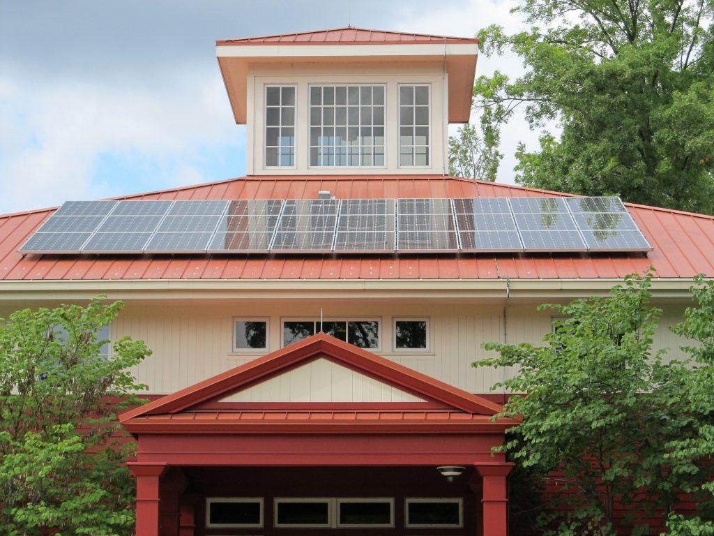 Avantajele si dezavantajele panourilor solare termice