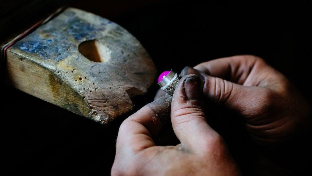 Cum se prelucreaza pietrele pretioase?
